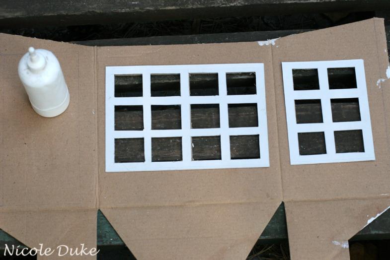 Домик и вот сделала домик из коробки